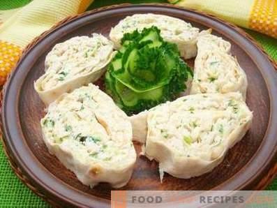 Лаваш се тркалаат со пилешко, сирење и свеж краставица