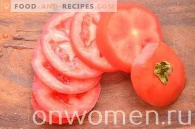 Пржени модри патлиџани со домати и сирење