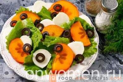 Salad with mozzarella and persimmon
