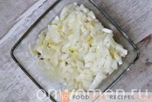 Слоена салата со шпроцеси