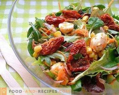 Salads with dried tomatoes