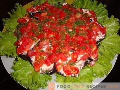 Salat mit Auberginen, Tomaten und Champignons