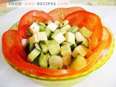 Свежа зеленчукова салата со сирење