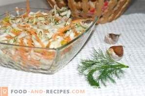 Cabbage and carrot salad with garlic, seasoned with vinegar