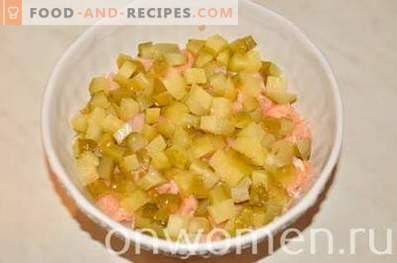 Слоена салата со лосос и ориз
